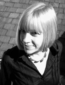 785px-Zoë_Skoulding_(bw_portrait).jpg